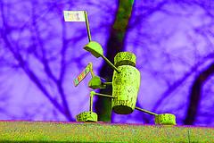 Falschfarben Alte Wilde Korkmnnchen (unterwegs_in_berlin) Tags: berlin friedenau friedrichwilhelmplatz falschfarben altewildekorkmnnchen friedenauerkorkmnnchen
