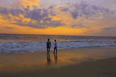 Golden  evening (Rajavelu1) Tags: sunset goldenyellow goldenhours sea arabiansea aroundtheworld art artland creative colours people canon60d travel toor mararibeach allapuzha kerala india