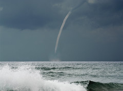 Let's Twister Again !! (L@Rook) Tags: storm tormenta sturm vento wind vent twister ciclone onda wave mare sea m mer meer cielo sky himmel weather seascape ngc