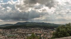 le relief sous les projecteurs (Janis-Br) Tags: soleil massif nature ville hauteur rayonsolaire jeudelumiere nuage var sixfours