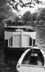 Living the Amsterdam boat (Arne Kuilman) Tags: nikon f100 analogue orwo un54 blackandwhite iso100 amsterdam nederland netherlands scan epson v600