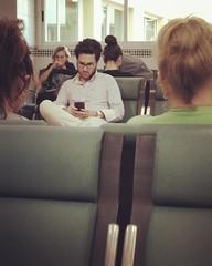 A_un_metro. Salas de espera, no lugares, no contacto. Los mviles cobran ms protagonismo si cabe... #iphone5 #hospitales #urbanas (a/nco) Tags: instagramapp square squareformat iphoneography uploaded:by=instagram rise