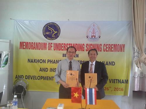 """VIỆN ĐÓN  Đoàn công tác của Giám đốc Đại học Nakhon Phanom đến thăm và ký văn bản hợp tác • <a style=""""font-size:0.8em;"""" href=""""http://www.flickr.com/photos/145755462@N06/30643452710/"""" target=""""_blank"""">View on Flickr</a>"""