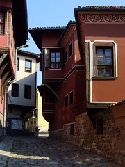 Old Plovdiv, Bulgaria - National Revival period architecture (johnnysenough) Tags: 62 oldplovdiv nationalrevivalperiodarchitecture plovdiv bulgaria bălgarija bulgarie bulgarien centraleurope пловдив 18th19thcentury balkanarchitecture historical travel vacation 100citiesx1trip snv37779