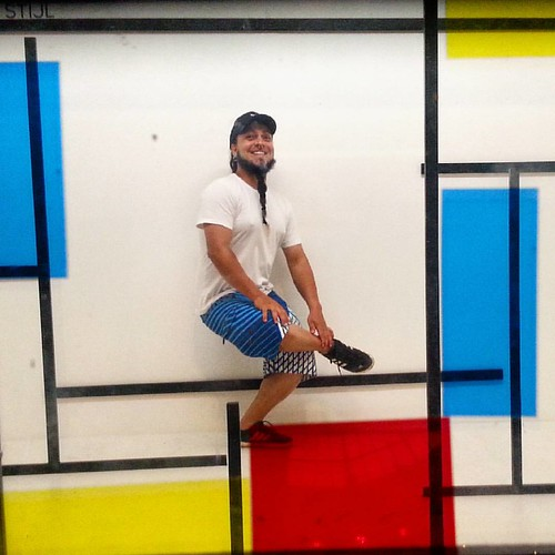 Mondrian e o movimento De Stijl  #guto_piercing #mondrian #destijl #ccbb #museu #exposição #expo #art #gallery #Brazil #colors #magazine #zine #fanzine #degree #model #pose #photo #history