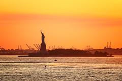 Statue of Liberty Sunset (Stuart Beards) Tags: statueofliberty manhattansunset sunset manhattan newyorksunset libertysunset new york newyork nysunset ny hudson hudsonriver hudsonsunset manhattanhudson