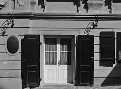 Door (vanBlumune) Tags: vienna wien door blackandwhite bw grey austria sterreich nikon grau sw tr j2 schwarzweis nikon1 schwarzundweis nikon1j2