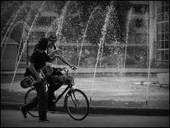 Gent (B) - Graaf van Vlaanderenplein - 2015/08/29 (Geert Haelterman) Tags: blackandwhite white black monochrome belgium candid streetphotography olympus zwart wit ghent gent gand geert photoderue straatfotografie photographiederue fotografadecalle fotografiadistrada haelterman omdem10