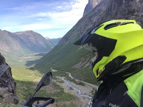 Mirando la Trollstigen