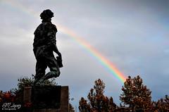 Pablo de Rojas mirando el arcoiris... (E.M.Lpez) Tags: parque sky arcoiris rainbow andaluca cielo otoo octubre estatua jan 2015 otoal alcallareal sierrasurdejan pabloderojas