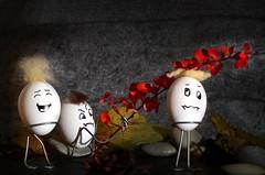 Eier zum Ablachen (kaaasch) Tags: nikon gesicht laub herbst egg lustig eggs nikkor figur ei eier schadenfroh d5100 eierfigur