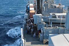 Seenotrettung im Mittelmeer (Offizieller Auftritt der Bundeswehr) Tags: italien marine reggiocalabria hafen bundeswehr hilfe mittelmeer einsatz flüchtlinge übersetzen hilfseinsatz seenotrettung a1411 einsatzgruppenversorger humanitäre egvberlin schiffbrüchige bundeswehrfotos