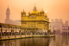 Sunrise at Golden Temple (gags9999) Tags: amritsar goldentemple golden temple sun rise sunrise morning harmandir sahib smog smoggy