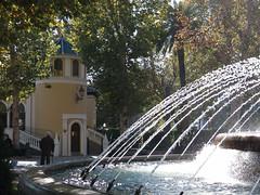 La Biblioteca de los Jardincillos (Micheo) Tags: autumn fall water fountain spain agua jets fuente foam granada otoo espuma chorros paseodelsaln jardincillos