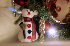 2015.12.31 Wimborne (57) (Kotatsu Neko 808) Tags: christmas decorations festive snowman 58mm helios 442 christmastreedecorations helios442 helios44258mm