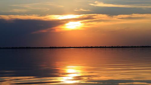 Pôr do Sol na represa em Rubineia SP