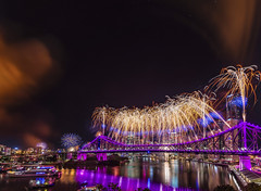 Aurora Bowiealis (Heroes) (merbert2012) Tags: davidbowie riverfire fireworks brisbane queensland australia river reflection longexposure nightphotography nikond800 riverfire2016 reisen travel purple cityscape city aurora