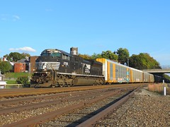 NS 2726 (Trains & Trails) Tags: 2726 emd widecab sd60e ns engine diesel transportation norfolksouthern pittsburghline jeannette pennsylvania westmorelandcounty autorack 11j