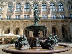 Brunnen im Innenhof des Hamburger Rathauses (p.schmal) Tags: hamburg innenstadt olympuspenepl7