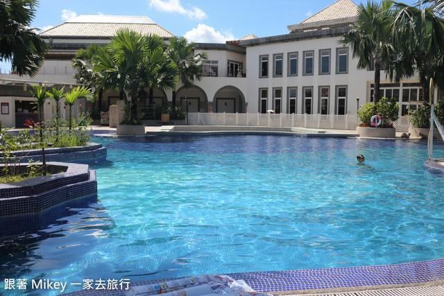跟著 Mikey 一家去旅行 - 【 台東 】日暉國際渡假村 - 中庭造景泳池