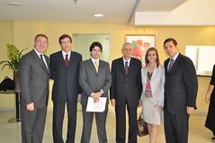 Edgard Hermelino Leite Júnior com convidados e parte da equipe