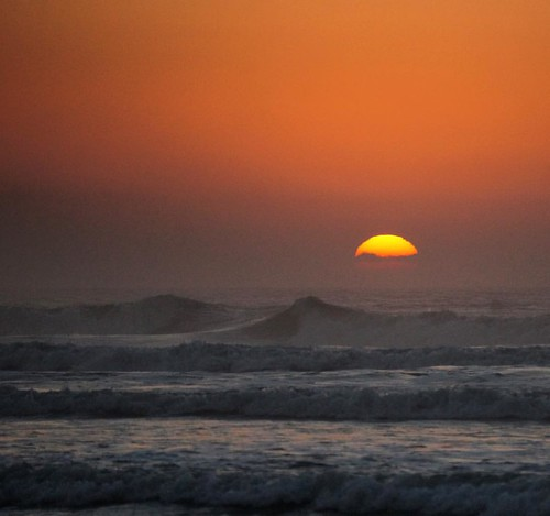 #praiadocamacho #nascerdosol #sol #nuvens #mar #madrugada #brasil #Brazil #crianca #criancafeliz