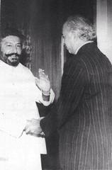 Pir Sahab Pagara and Bhutto sahib at Pearl Continental Hotel in Rawalpindi, 1977 (GlobalCitizen2011) Tags: pakistan movement pindi sind sindh hur shah pir rawalpindi sindhi sikander jamat bhutto rashdi mardan badshah larkana pagara jamaat sooreh sindhipoliticians sindhidress sibghatullah sindhipeople sangher sindhiclothing sindhiclothes jamaait