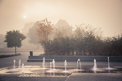 Jeux d'eau et de mystère / Water and Mystery (Gilderic Photography) Tags: mist fog liege belgium belgique belgie water brume brouillard mystery fountain city autumn canon 500d gilderic