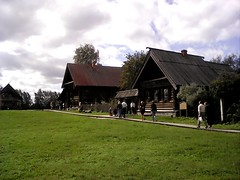 Village houses (lubovphotographer) Tags: flyeranano9 smartphonephotography photograph smartphonephot photo smartphonephoto smartphone smartph picturethis photographylovers suzdalkremlin suzdal phos  2016   exibition ex excurtion          wooden woodenarchitecture