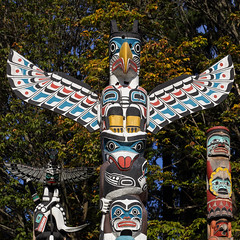 Feel Free To Choose ... (AnyMotion) Tags: totempole totempfahl collection sammlung firstnations carving schnitzerei sculpture skulptur 2016 anymotion travel reisen stanleypark britishcolumbia canada kanada colours colors farben square 1600x1600