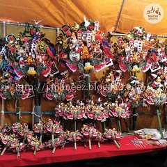 (finalistJPN) Tags: japanesetrad traditionalevent annualevent torinoichi kumade decoration pictaro presentingpicturesandphotos ppap luckycharms goodluck novemberfes discoverjapan nationalgeographic discoverychannel cockmarket eveningscene