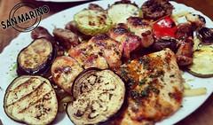 Idemo u borbu protiv tmurnog vremena šarenilom i dobrim okusima! ☺👌🍂 Nedjeljni ručak ili ugodna večera #sanmarinočapljina vama je na usluzi! 🍷  #hranazaOčiStomakiDušu 😎  #restosanmarino #finestbbq  #čapljina #herc