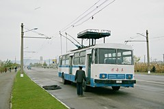 Hamhung trolley wire service bus (Frühtau) Tags: dprk north korea bus wire trolley hamhung passenger scene people leute land nordkorea asia asian east socialist country industrial city korean traffic stadt daily life scenery 朝鲜 朝鮮 cháoxiān 地 outdoor корея северная كوريا الشمالية 北朝鮮 corea del norte corée du nord coreia do coréia เกาหลีเหนือ βόρεια κορέα szene personen construction fahrzeug