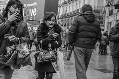 (Miguel Modrego) Tags: wow spain españa madrid puerta del sol frío cold womwen mujeres smoking fumando street callejera social urbana urban blanco y negro black white byn bn viaje travel explore exploring retrato protrait candid nikkor nikon d7000 35mm luz suave soft light outdoor aire libre