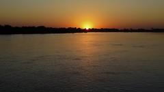 Nascer 02 (Parchen) Tags: alva sol dia aurora cceres alvorada amanhecer matogrosso pantanal madrugada alvor juventude nascer nascente incio nascendo solnascente dilculo rioparaguai matogrossense parchen carlosparchen