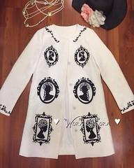 """950฿#ส่งฟรีลงทะเบียนส่งemsเพิ่ม20บาทจ้า  """"So Classy D&G Princess Coat"""" โค้ทแบรนดังดีแอนจี คอลเลคชั่นชนช้อป ใช้ผ้าเนื้อหนาปั๊มลายนูนในตัว สกรีนลายเจ้าหญิงสวยหรู ติดกระดุมหน้า พร้อมกระเป๋า2ข้าง มีซับในทั้งตัว งานสวยหรูดูดีสุดๆ สาวๆใส่คลุมทำงาน คลุมไปเมืองนอ"""