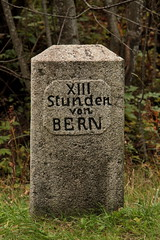 Stundenstein XIII Stunden von Bern ( Stein Nr. 1513 - 13 Stunden x 4.8 Kilometer = 62.4 Kilometer ab Z.ytgloggeturm Bern ) bei Kandersteg im Kandertal im Berner Oberland im Kanton Bern der Schweiz (chrchr_75) Tags: oktober bern christoph ch 2015 chrigu chrchr hurni chrchr75 chriguhurni stundenstein chriguhurnibluemail albumstundensteinevonbern stundensteine distanzangabe albumzzz201510oktober