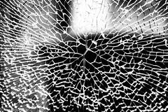 Vision fissurée 2 (alex.bernard) Tags: canada broken window glass canon montréal québec tamron uqam verre fissure vitre tamron2470 canon5diii