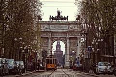 Milano, Arco della Pace, tram e Castello (David Ripamonti) Tags: street city italy milan canon landscape milano tram pace della castellosforzesco castello sforzesco arco lombardia lombardy sempione