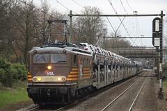 HSL 1304 Hilversum Mediapark 06-12-2015 (Spoorhaar) Tags: classic station train eisenbahn zug cargo goods loc hilversum mediapark trein 1300 1304 hsl locomotief autotrein goederentrein
