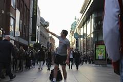 Calcio alla noia (cheldalformai) Tags: bravo strada controluce calcio gioco palla dito pallone giocoliere ruotare
