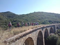 Verso il Castello di Acquafredda lungo la ferrovia dismessa (foto Roberta Medini)