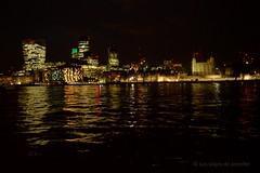 Luces en el Tmesis (the new Evenstar) Tags: londres london londoncity viaje travel exploring eurotrip england viajera londonatnight lights tamesis thamesriver