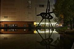 Berlin, Piano-See (Langi Zwofnf) Tags: 2016 berlin marlenedietrichplatz pianosee staatsbibliothek skulptur spiegelung potsdamerplatz tiergarten nacht