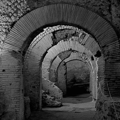 S Lorenzo Maiore - Napoli (COLINA PACO) Tags: napoli npoles italia itali italy blancoynegro blackandwhite bw roman ruinas ruinasromanas rovineromane ruinesromaines romanruins