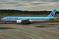 HL8208 Boeing 777-3B5ER KAL  NRT (Jetstar31) Tags: hl8208 boeing 7773b5er kal nrt