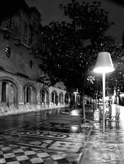 De noche, junto a la Alhóndiga... (ZAP.M) Tags: lluvia calle paisajeurbano alhóndiga bilbao vizcaya bizcaia españa bilbo nikon nikond5300 flizcr zapm mpazdelcerro nocturno m4m