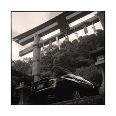 god's car  kyoto, japan  2015 (lem's) Tags: god car automobile voiture dieu tori lexus kyoto japan japon rolleiflex planar