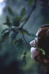 Thinking blue (Gure Elia) Tags: blue portrait nature girl leaves sadness chica 14 redhead thinking pelirroja navarra pensando nafarroa roble pensativa