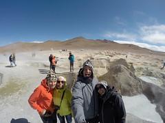 Photo de 14h - Avec Myriam et Adrien aux geysers a 5000m d'altitude (Bolivie) - 11.08.2014